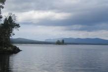Karatssjön med fjeldet Jiervas i baggrunden